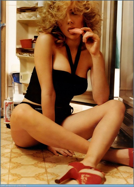 scarlett-johansson-it-gq-06.jpg